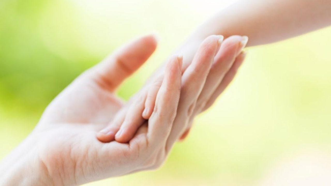 Piele crăpată a mâinilor pe timp de iarnă: cauze și tratament eficient